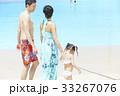 プールで遊ぶ親子 33267076