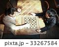 チェスを楽しむ男性 33267584