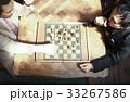 チェスを楽しむ男性 33267586