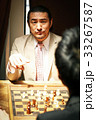 チェスを楽しむ男性 33267587