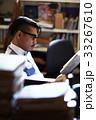 書斎にいる男性 33267610