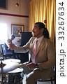 楽器を演奏する男性 33267634