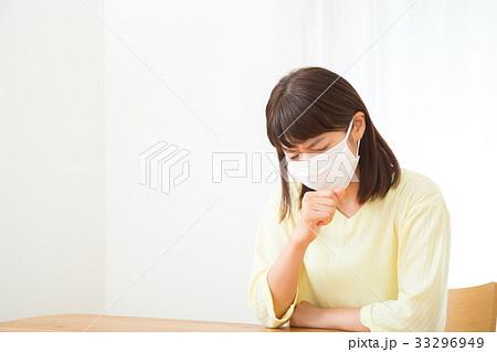 咳 喉 風邪 マスク ネガティブイメージ 体調不良 女性 ポートレート 20代 30代 33296949