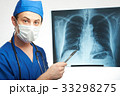 doctor show x-ray of chest 33298275