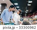 人物 スーパーマーケット 買い物の写真 33300962