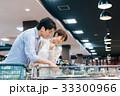 スーパーマーケット 食料品店 カップルの写真 33300966