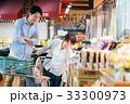 人物 スーパーマーケット 買い物の写真 33300973