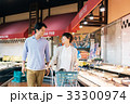 人物 スーパーマーケット 買い物の写真 33300974