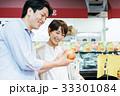 人物 スーパーマーケット 買い物の写真 33301084