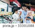 人物 スーパーマーケット 買い物の写真 33301088
