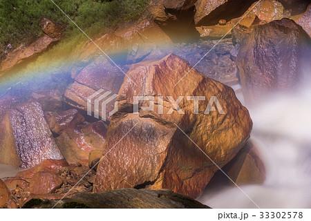 滝壺の虹2 33302578