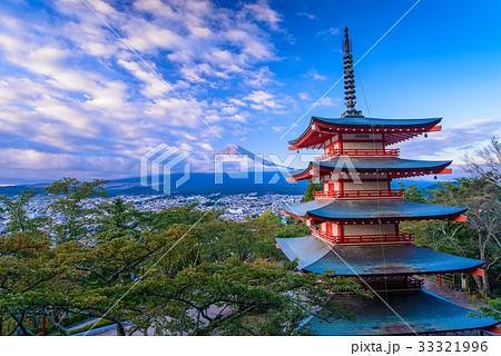 【山梨県】秋の新倉山浅間公園から、富士山 33321996