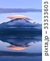 富士山 逆さ富士 笠雲の写真 33333603