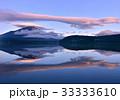 富士山 逆さ富士 笠雲の写真 33333610