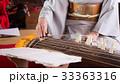 お琴を弾く女性の手元 33363316
