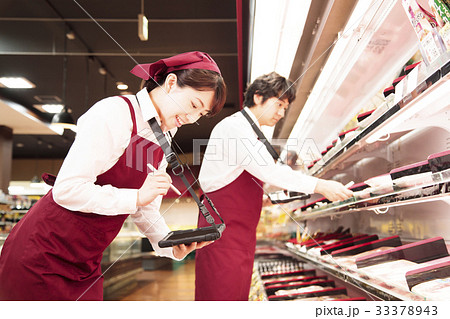スーパー 発注端末機 スーパーマーケット 店員 スタッフ 男性 33378943