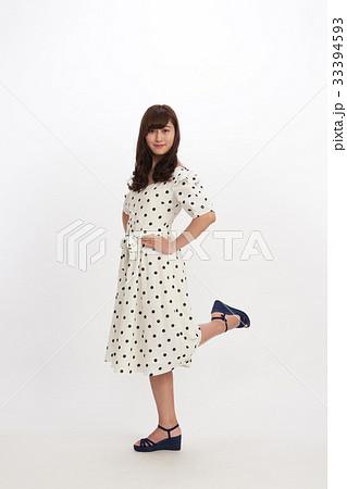 ファッション 若い女性 33394593