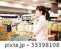 スーパー 買い物 女性の写真 33398108