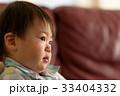 泣く子ども 33404332