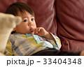 泣く子ども 33404348