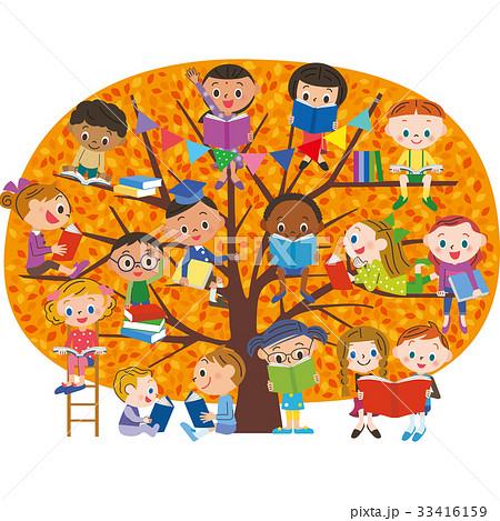 紅葉した木で読書をする子供 33416159