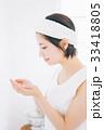 洗顔をする女性 33418805