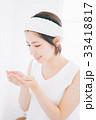 洗顔をする女性 33418817
