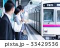 ビジネスマン、電車、ホーム、待つ 撮影協力:京王電鉄株式会社 33429536