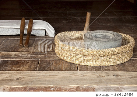 ダドゥムイトバット 石臼 月尾公園の写真素材 [33452484] - PIXTA