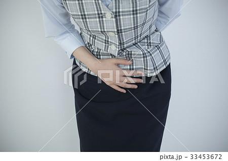 尿意 尿漏れ 女性 OL 生理痛 腹痛 33453672