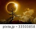 Total solar eclipse in dark glowing sky 33503858