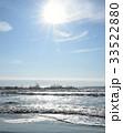 朝日に輝く波打ち際の水面(千葉県・大原海岸)縦 33522880