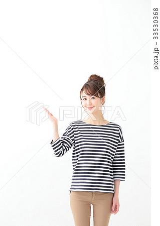 若い女性(手かざし) 33530368