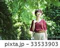 女性 散歩 新緑の写真 33533903