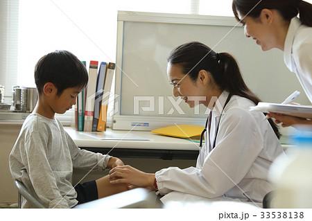 女医と少年 33538138
