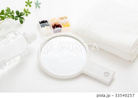 タオルと手鏡の写真素材 [33540257] - PIXTA