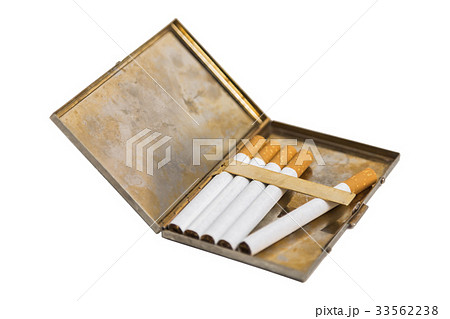 Metal cigarette case on isolated background.の写真素材 [33562238] - PIXTA