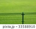 芝生とフェンス 33588910