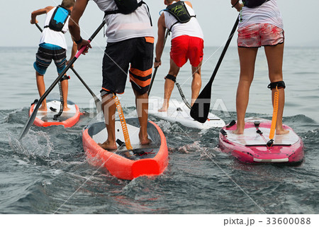 Stand up paddle group on the sea 33600088