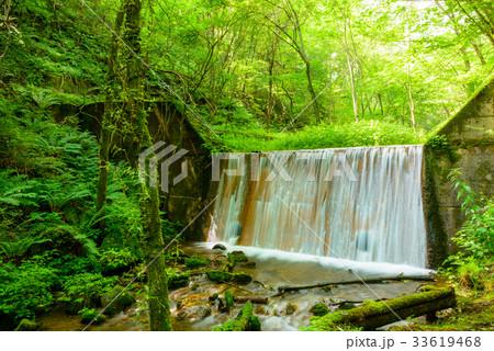 砂防堰堤、軽井沢の渓流。 33619468