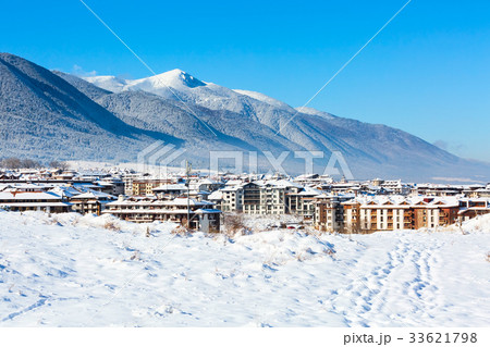 Houses and snow mountains in Bansko, Bulgaria 33621798