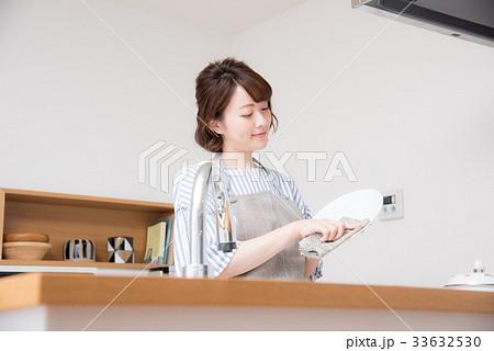 キッチン 女性 33632530