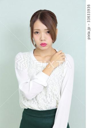 若い女性 ヘアスタイル ポートレート 33633936