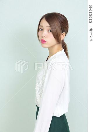 若い女性 ポートレート 33633946
