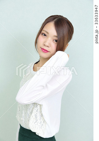 若い女性 ヘアスタイル ポートレート 33633947