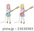 ベースを楽しそう弾く学生の女の子 33636983