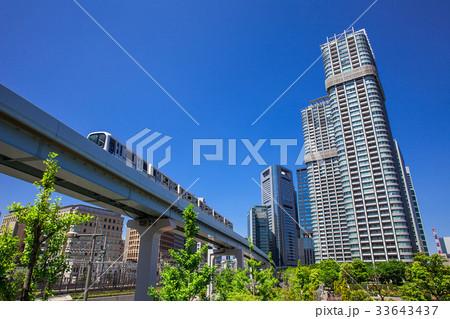 高層マンションと電車 33643437