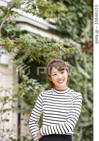 若い女性のポートレート  33646153