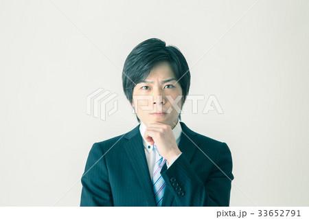考えるビジネスマン 33652791