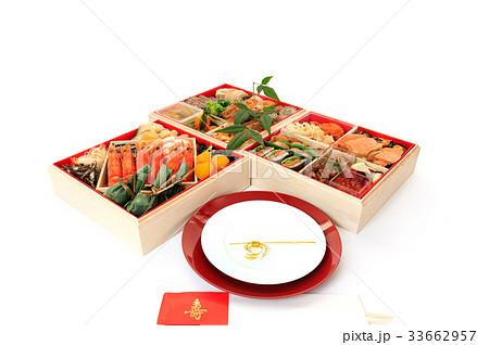 行事 正月 おせち料理と紅白の取り皿 33662957